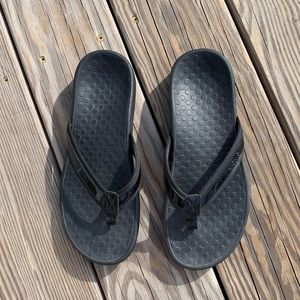 Vionic Women's Black Flip Flop/Sandal